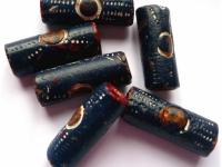Perles en terre cuite repeintes