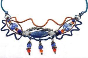 Collier torsadé bleu et orange - Détail