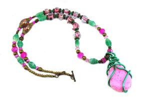 Collier en fil d'alu rose et vert - Envers