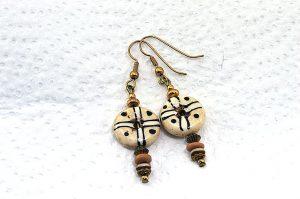 Boucles d'oreilles petit donut en corne - Collection Casamance