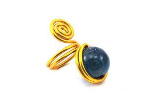 Bague avec perle bleue et fil d'alu jaune- Collection Agathe