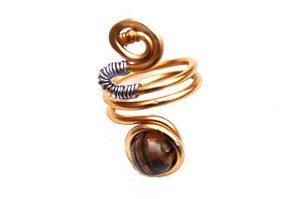 Bague avec perle et fil d'alu roses - Collection Agathe