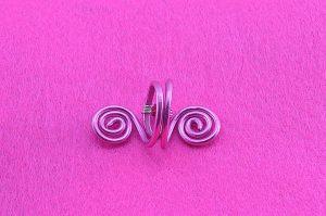 Bague avec perle rose et fil d'alu violet - Collection Agathe