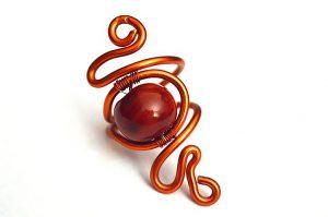 Bague rouge en perle et fil d'alu - Collection Agathe