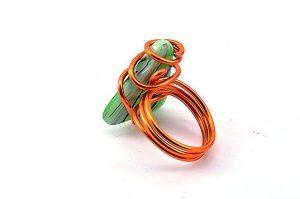 Bague verte rayée et fil d'alu orange - Collection Agathe