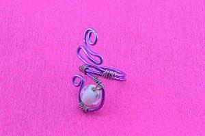 Bague violette avec perle en verre opaque - Collection Agathe