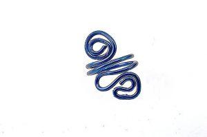 Bague torsadée en fil d'alu bleu - Collection Osiris