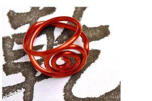 Bague travaillée au fil d'alu rouge 2- Collection Osiris