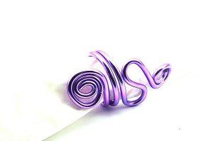 Bague travaillée au fil d'alu violet 3- Collection Osiris