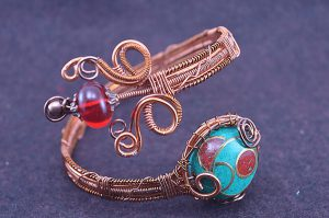 Bracelet en fil d'alu ouvragé - Collection Alida