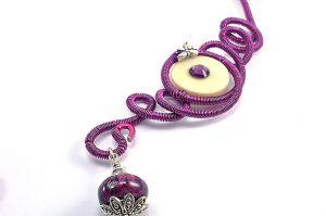 Collier torsadé rose-violet - Collection chrysalide