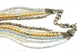 Collier en différents tons de blanc - Collection Manhattan