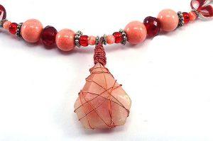 Collier rose et rouge en pierre du soleil - Collection Sidarta