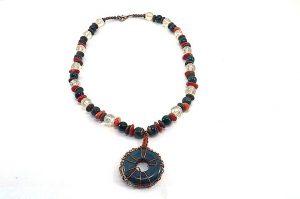 Collier torsadé en agate teintée - Collection Sidarta