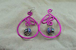 Boucles d'oreilles fil en alu rose - Collection Gozo