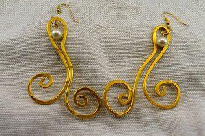 Boucles d'oreilles fil en alu jaune - Collection Gozo