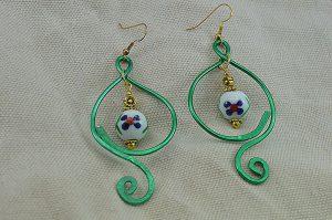 Boucles d'oreilles fil d'alu vert prairie - Collection Gozo