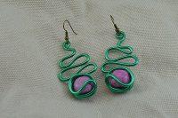 Boucles d'oreilles fil d'alu vert et rose - Collection Gozo