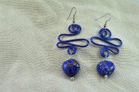 Boucles d'oreilles fil en alu bleu foncé - Collection Gozo