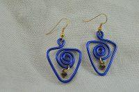 Boucles d'oreilles triangle et fil en alu bleu - Collection Gozo
