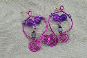 Boucles d'oreilles fil en alu rose fuchsia - Collection Gozo
