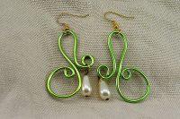 Boucles d'oreilles fil d'alu vert clair 2- Collection Gozo