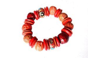 Bracelet en différents tons de rouge