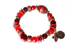 Bracelet en beaux tons de rouge